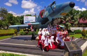 Koleksi pesawat tempur bekas di museum satria mandala