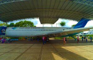 salah satu koleksi pesawat garuda di museum transportasi tmii