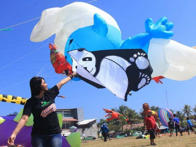 Pangandaran International Kite Festival di Pantai Pangandaran
