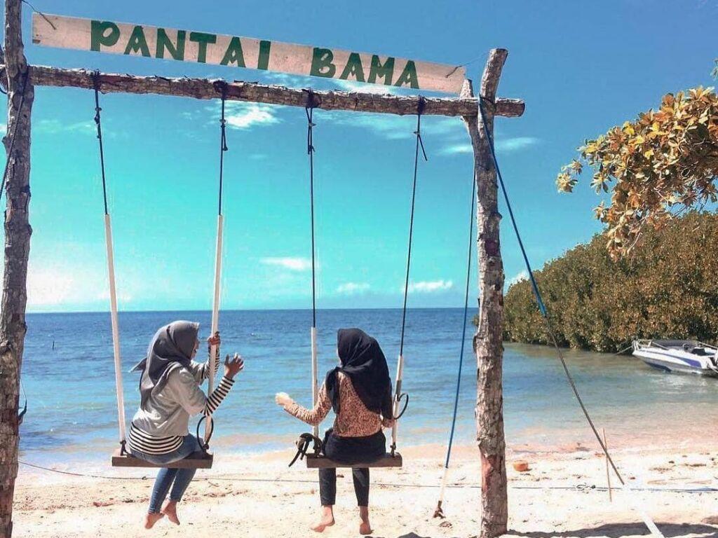 Pemandangan Pantai Bama