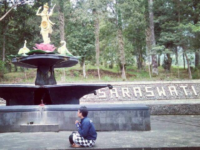 wisata religi di puri saraswati