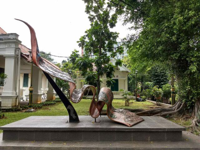 patung kain di area museum tekstil