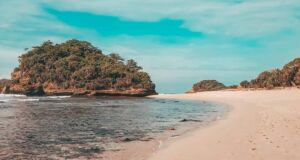 Pemandangan Pantai Bantol