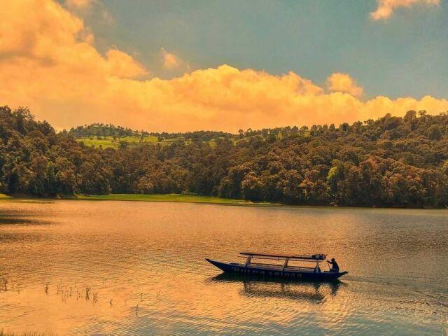 Perahu hingga kini menjadi fasilitas wisata Situ Patenggang yang banyak disukai para wisatawan untuk menjelajahi area danau