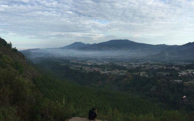 bentang alam lembah dan bukit