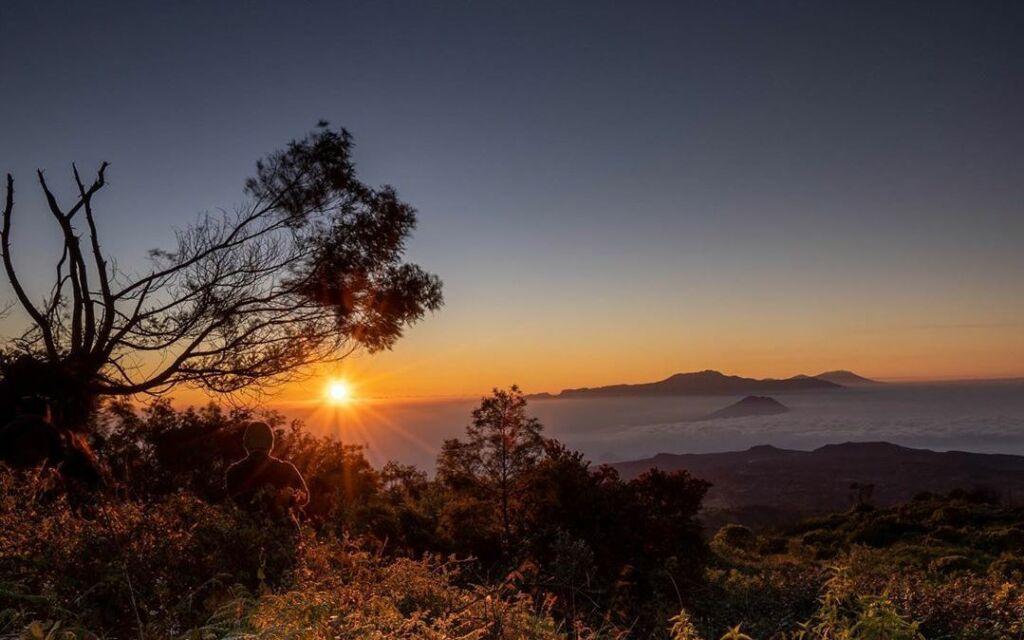 sunrise atau matahari terbit di Puncak B29 Lumajang