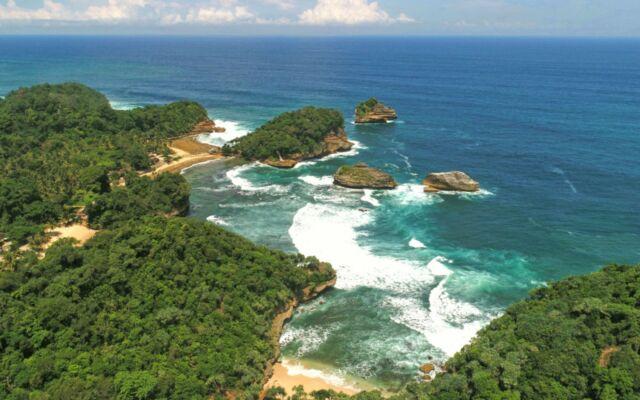 Keindahan Teluk Putri Pantai Ngliyep