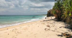 area pasir putih pantai plengkung