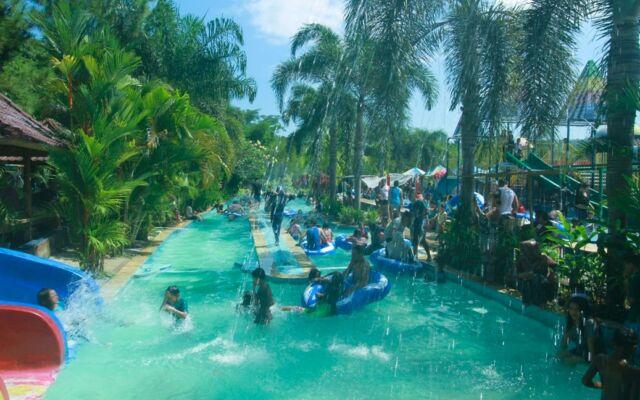 Suasana Kolam Arus Cafless Waterpark