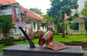 patung kain di museum tekstil jakarta