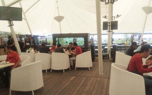 Suasana di Restoran Rest-O-Tent