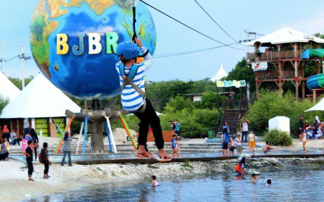 Wahana permainan Majengan Bakau Beach