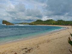 area pasir putih pantai watu karung