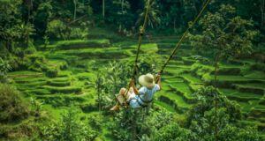 Ayunan tepi jurang di Bali Pulina