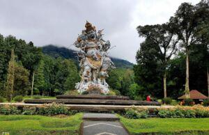 Keasrian Kebun Raya Bali Berpadu dengan Indahnya Patung