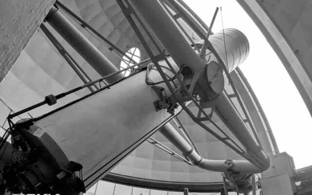 Lensa pengamatan luar angkasa