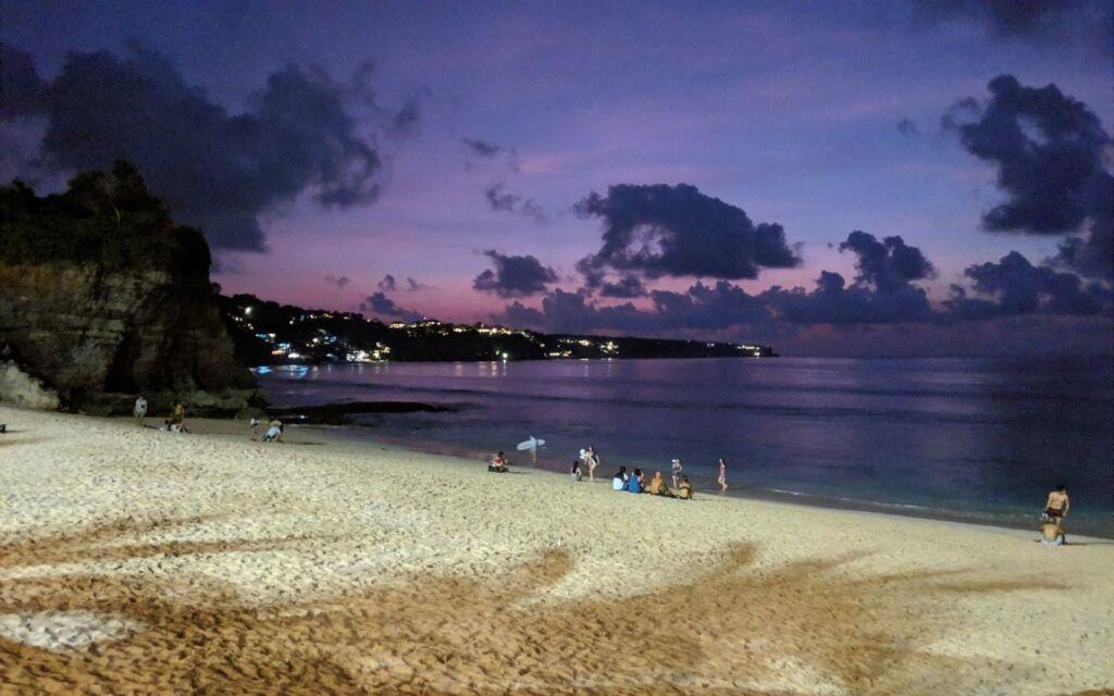 Pantai Dreamland di Malam Hari