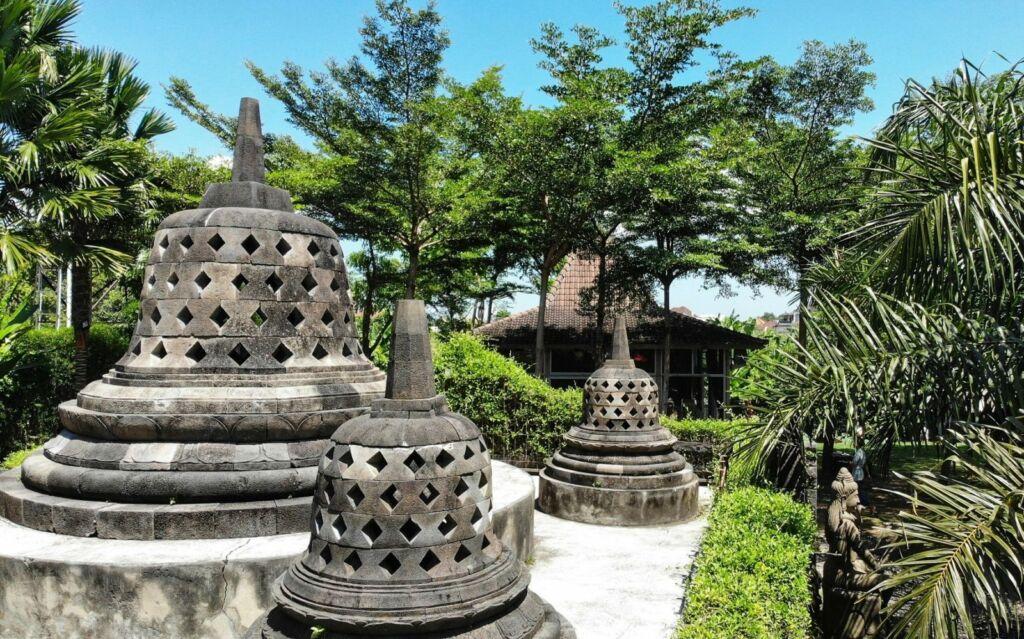 Replika Stupa Candi Borobudur