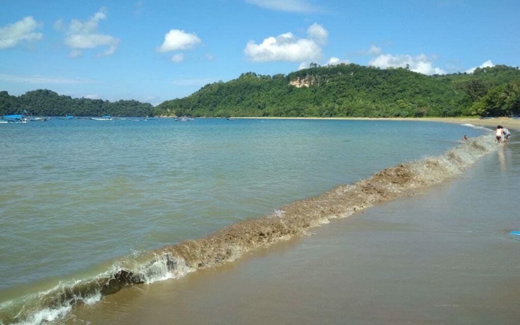 Pemandangan pantai Tamban