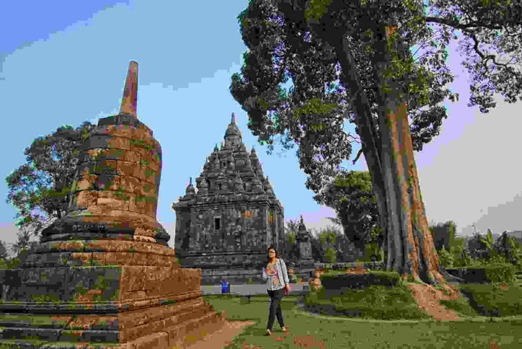 Candi Sojiwan bercorak Buddha meskipun yang membangun adalah raja beragama Hindu