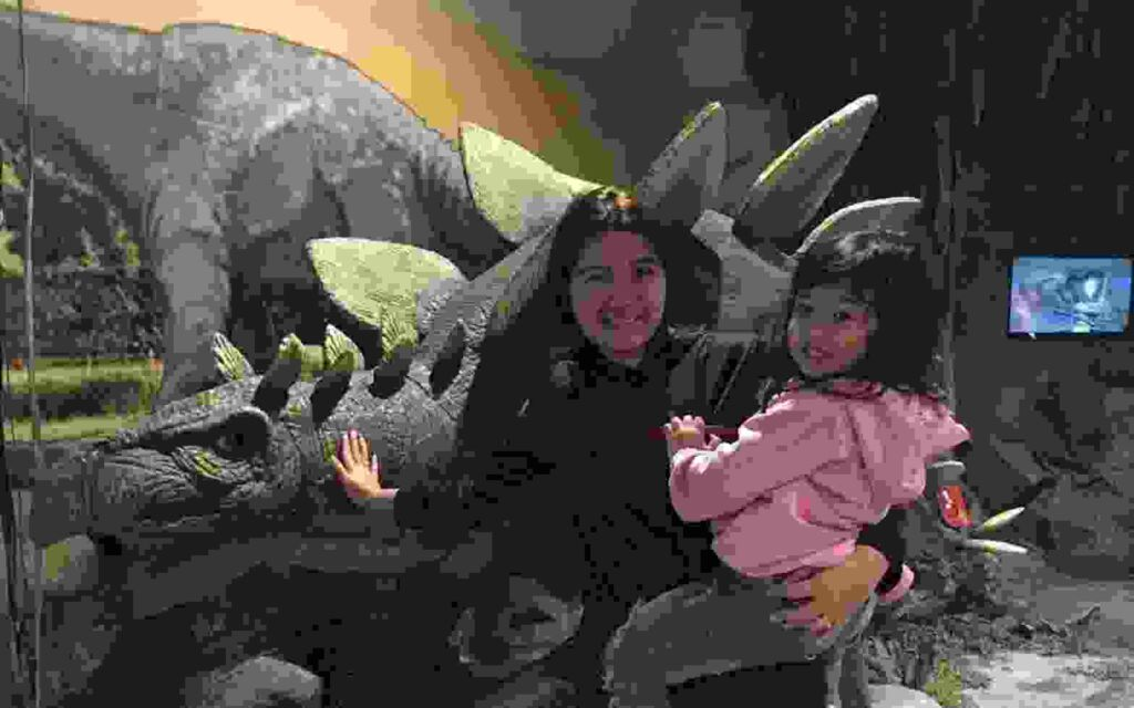 Replika Dinosaurus juga bisa dijadikan latar untuk berfoto