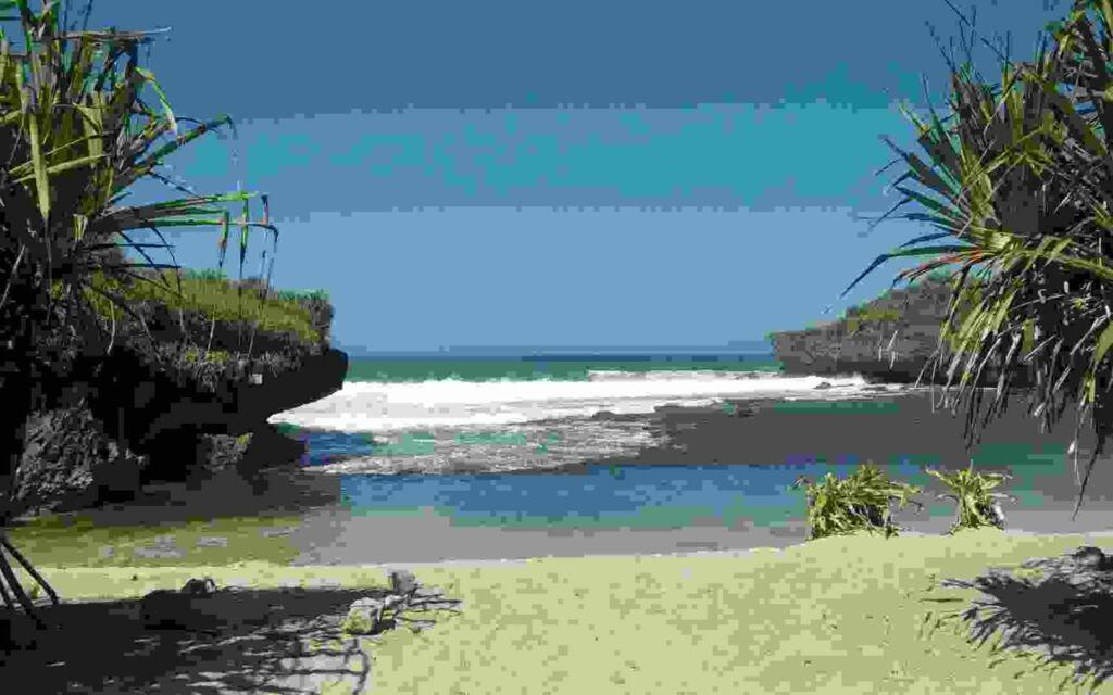 Keindahan Pantai Krakal