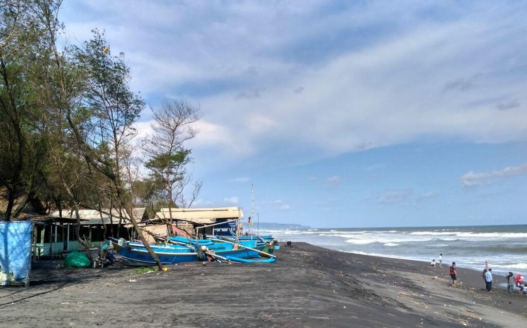 Ombak Pantai Kuwaru