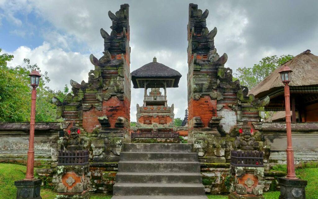 Gapura taman ayun temple