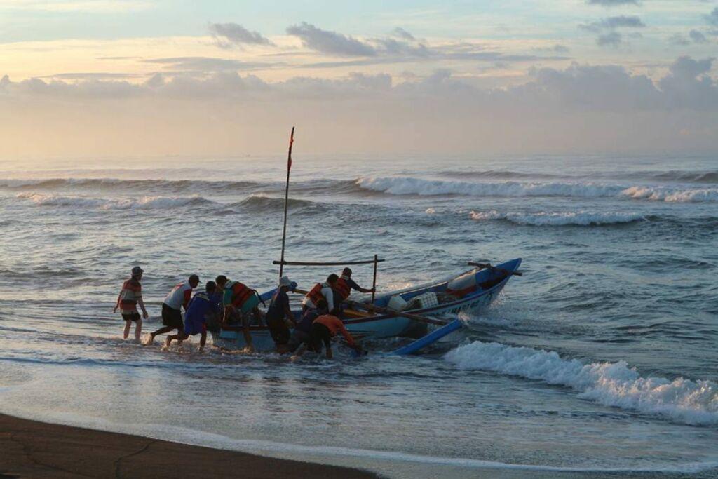 Nelayan Berlayar