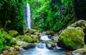 keindahan air terjun ciparay pamijahan bogor