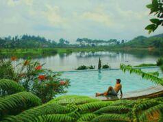 Kolam renang di tepi danau