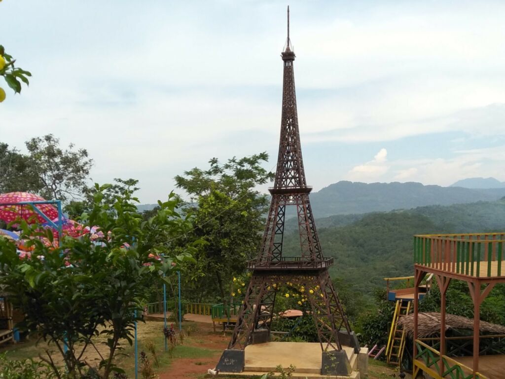 miniatur menara Eiffel