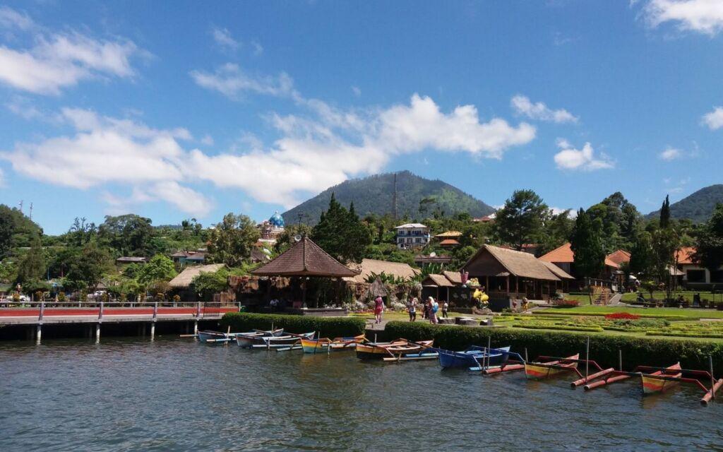 Perahu Jukung yang Siap Membawa Wisatawan Berkeliling