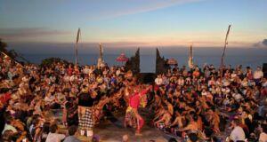 Pertunjukan Tari Kecak di Pura Luhur Uluwatu