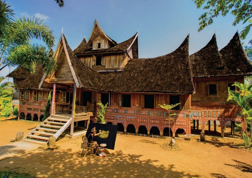 Salah Satu Anjungan Rumah Adat dan Seniman di Taman Nusa