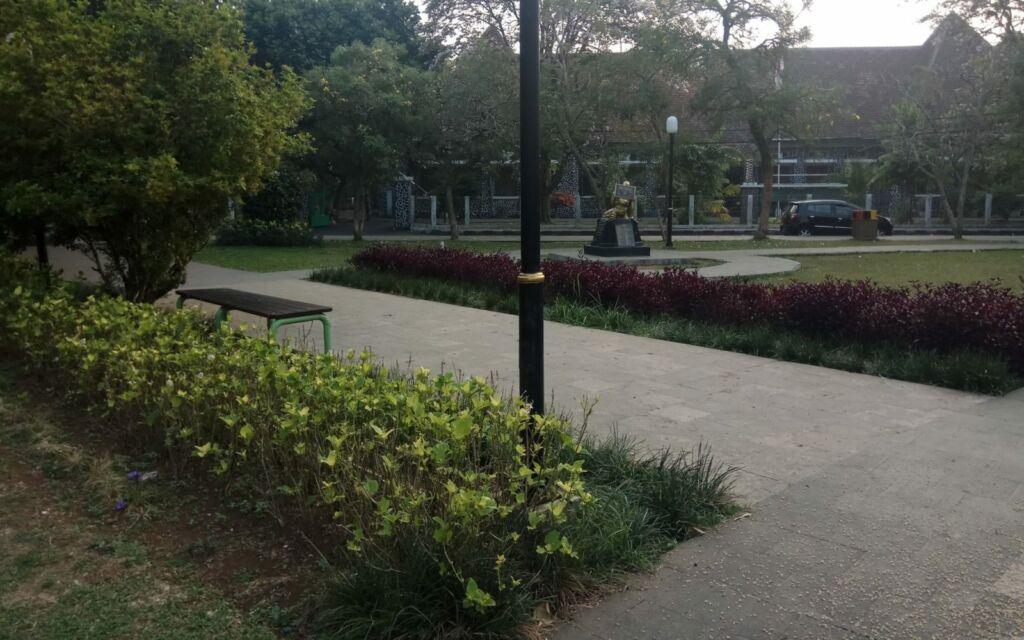 Taman Kencana di pagi hari