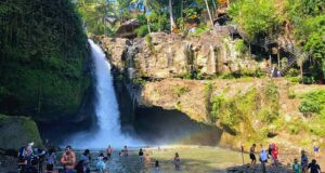 area tegenungan waterfall