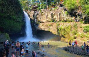 area tegenungan waterfall