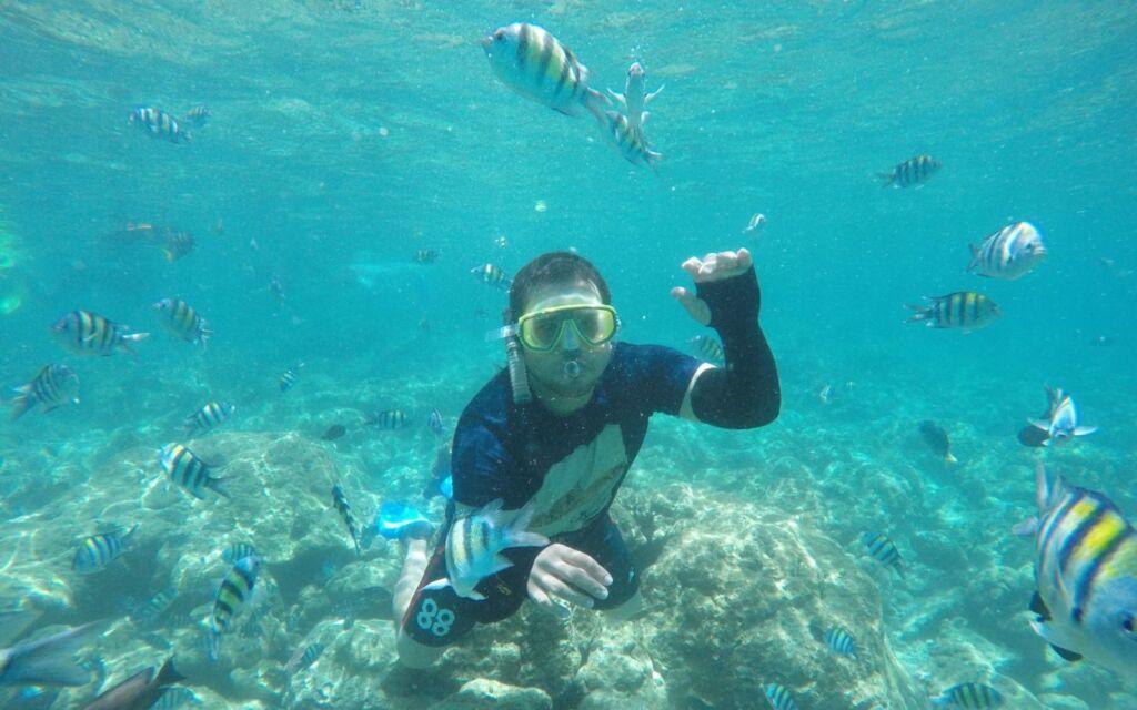 Pengunjung diving di Taman Laut Rubiah