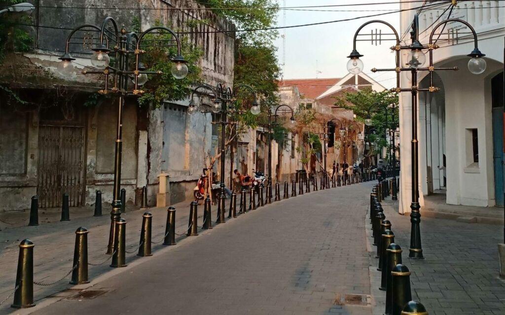 Suasana jalanan di Kota Lama