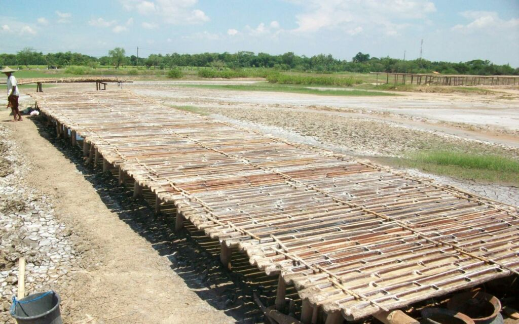 Bilah-bilah bambu berisi garam