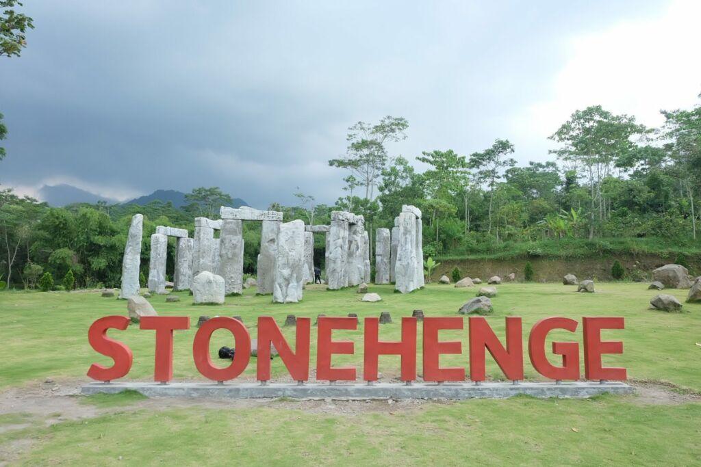 Batu Stonehenge Sleman