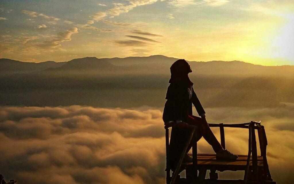 bentang alam negeri di atas awan