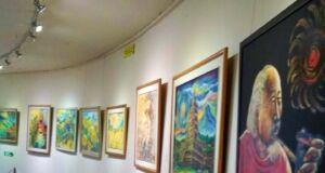 berbagai lukisan di museum affandi