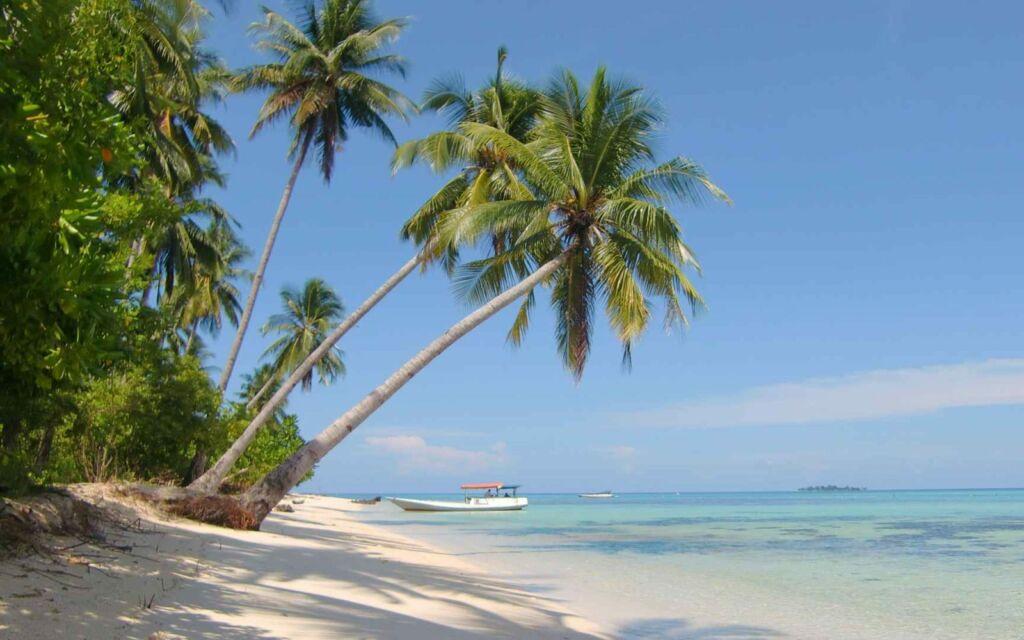 Pantai Pasir Putih Karimunjawa