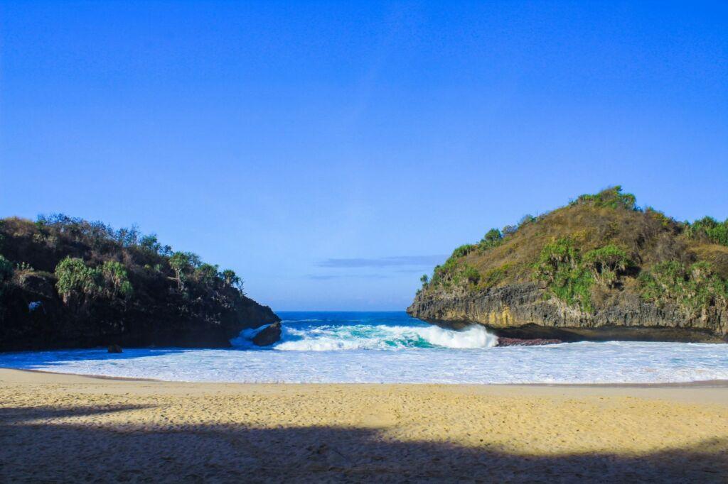 pasir putih di pantai