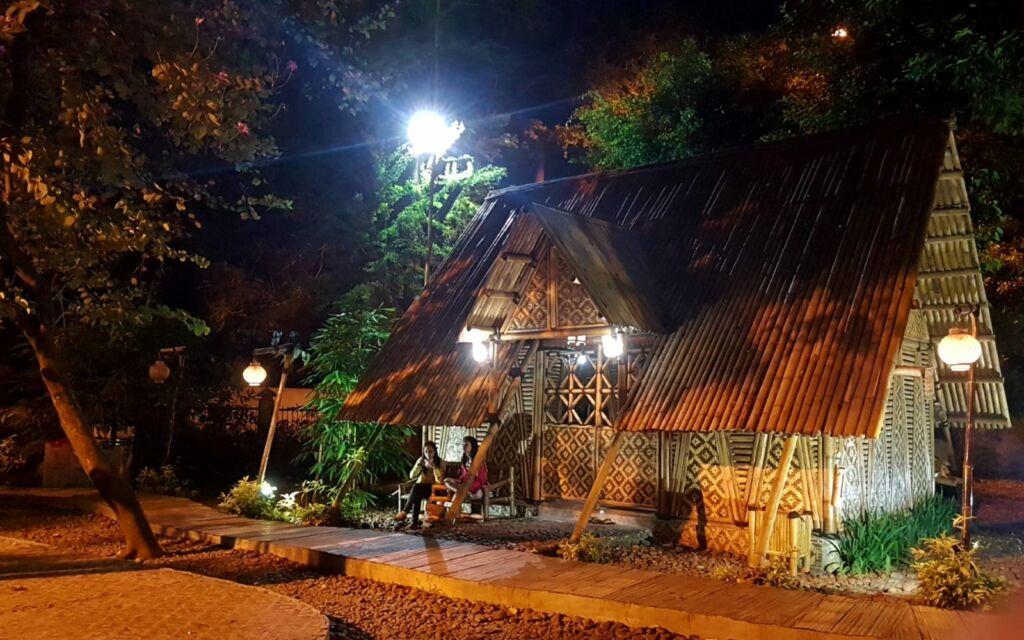 rumah bambu desain unik