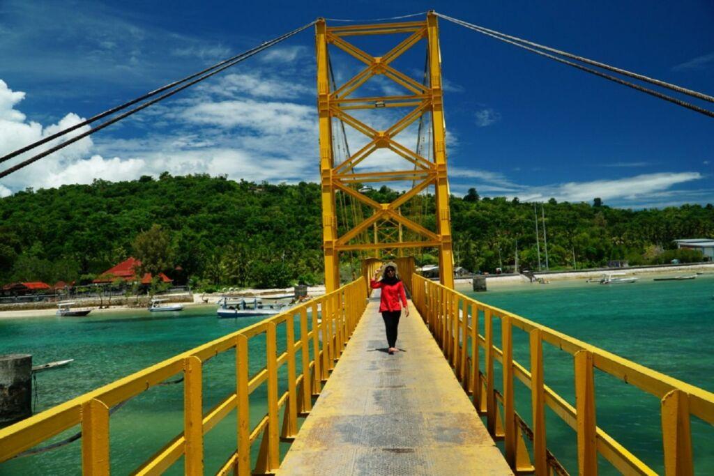 Jembatan kuning yang Ikonik