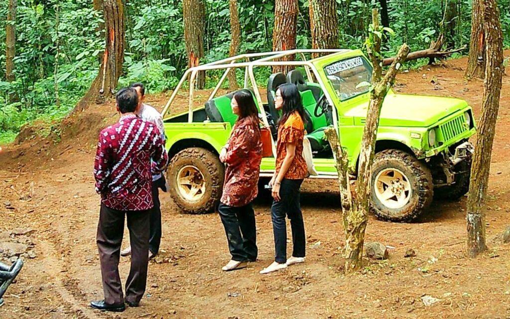 Adrenalin wisatawan bakal terpacu ketika menjajal jip off road
