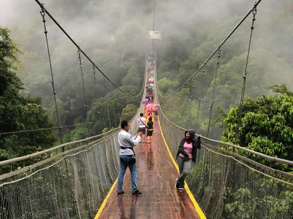 Suspension Bridge atau Jembatan Gantung Situ Gunung